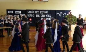 Zespół taneczny z klas drugich